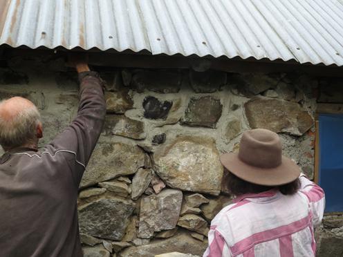 Murbruket fogas på långsidan