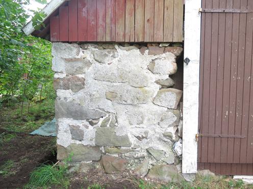 Hål i väggen före mureriet